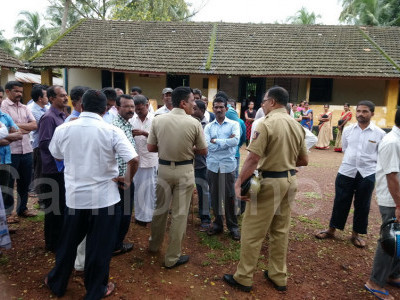 بھٹکل: پرورگا ہائرپرائمری اسکول کے اساتذہ کا تبادلہ : دیہی عوام کا تبادلے کے خلاف احتجاج