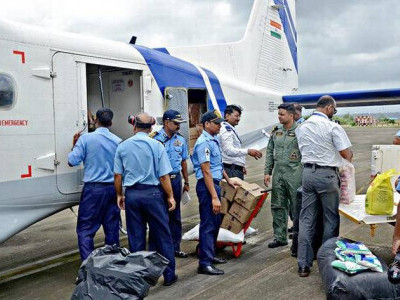 Coast Guard lifts relief materials from Mangaluru to Kerala
