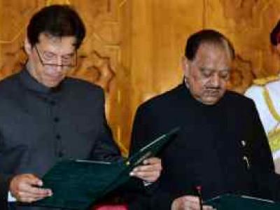 عمران خان نے پاکستانی وزیراعظم کے عہدے کا حلف لیا