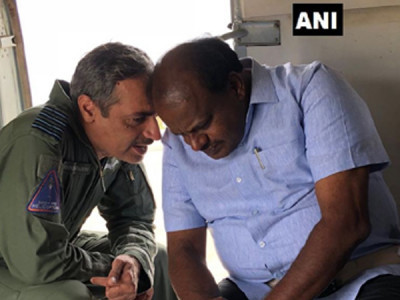 K'taka floods: Kumaraswamy conducts second aerial survey in Kodagu district