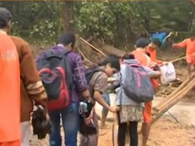 مڈکیری میں سیلاب سے متاثرہ علاقہ کے دورہ کے وقت ہی زمین کھسک گئی؛ ایم پی اور ایس پی بال بال بچ گئے