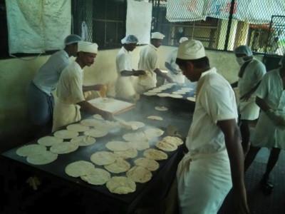 کیرالہ سیلاب: سیلاب متاثرین کے لئے جیل میں روٹیاں بنا رہے ہیں قیدی