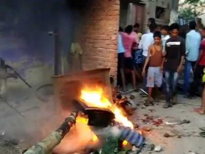 قتل کے شک میں بھیڑ نے خاتون کو برہنہ گھمایا، آر جے ڈی لیڈر سمیت چھ گرفتار