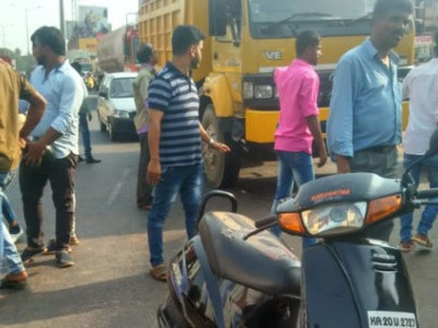 Rider dies as tanker rams into bike near Mangalore