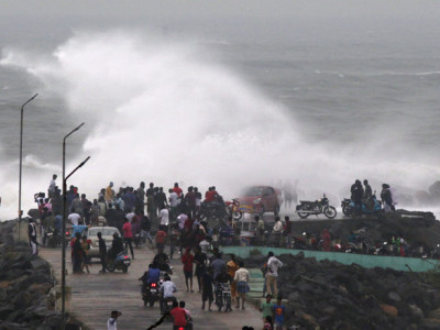 Heavy rains lash Andhra coast as cyclone Phethai approaches