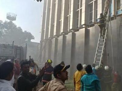 ممبئی کے اندھیری اسپتال میں زبردست آگ؛ چھ لوگ زندہ جھلس گئے؛ پچاس سے زائد زخمی