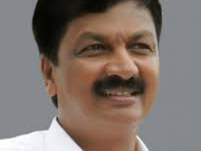 Congress asks its `disgruntled' MLA Ramesh Jarkiholi to attend crucial CLP meeting