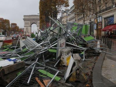 مظاہروں میں تسلسل رہا تو ایمرجنسی پر غور کیا جا سکتا ہے: فرانسیسی حکومت