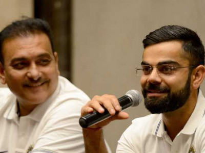 Virat is best batsman in world cricket: Shastri