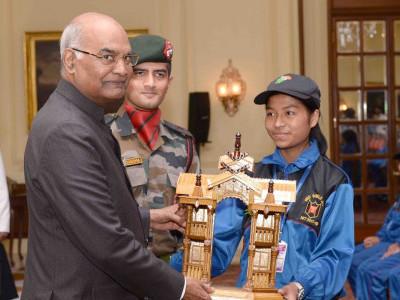 جموں و کشمیر کے نوجوانوں کی صدر جمہوریہ ہند سے ملاقات