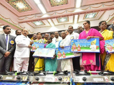 CM Siddaramaiah launches the Anila Bhagya scheme for providing LPG connections to all BJP families in the state, at Vidhana Soudha