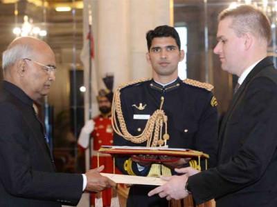 چار ملکوں کے سفیروں نے صدر جمہوریہ ہند کو سفارتی اسناد پیش کیں