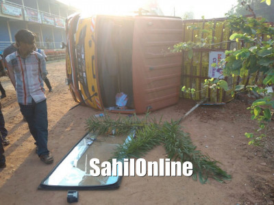 Driver lost control of a lorry and smashed a bike at Vennuru, near Mangalore