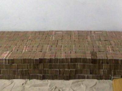 کانپورمیں بلڈر کے گھر سے ملے تقریباً100کروڑ روپے، بنایا تھا نوٹوں کا بستر