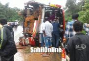 کارکلا میں ایکسپریس بس اُلٹ گئی؛ تیس مسافر زخمی