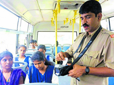 Karwar: Bus conductors get ETMs with GPS