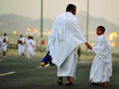ڈھائی سال کے انس بھی بنیں گے حاجی، اپنے والدین کے ساتھ حج بیت اللہ کے لیے روانہ