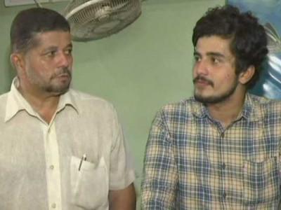 22سالہ بیٹے کے ساتھ50سالہ ٹیکسی ڈرائیور فاروق شیخ نے گریجویشن کی ڈگری حاصل کی