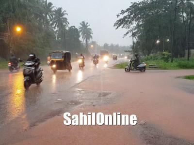 بھٹکل تعلقہ بھر میں مسلسل برستی بارش : عام زندگی مفلوج