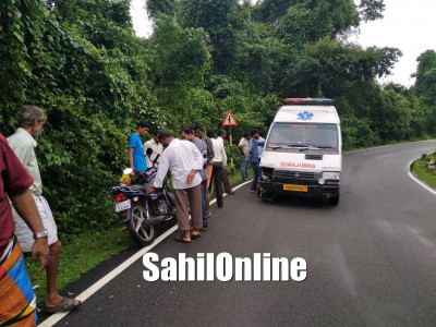 Father-Daughter duo injured as Ambulance rams into their bike in Bhatkal