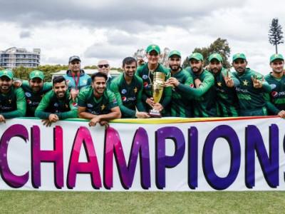 پاکستان نے آسٹریلیا کو تین ملکی ٹی ٹوئنٹی سیریز کے فائنل میں 6 وکٹوں سے شکست دے کر ٹرافی اپنے نام کر لی