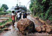 Heavy rain in Uttara Kannada: Rock falls on road, blocks traffic in Honnavar