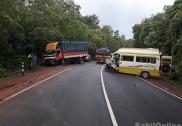 انکولہ میں مسافروں سے بھری ٹمپو کی لاری سے ٹکر؛ 15 مسافر زخمی؛ تین کی حالت نازک