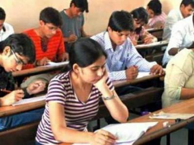 یوپی میں پی سی ایس مینس کا غلط پیپر تقسیم ،ناراض طلبہ پرہی لاٹھی چارج ، پیپر منسوخ