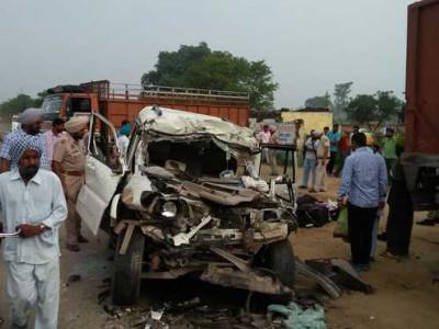 سکھ زائرین کی کار ٹرک سے جا ٹکرائی ایک بچہ، تین خواتین سمیت 7ہلاک