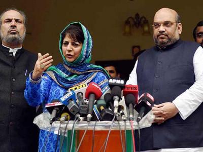 جموں کشمیر میں بی جے پی۔پی ڈی پی سرکار گرگئی؛ محبوبہ مفتی نے سونپا گورنر کو اپنا استعفیٰ