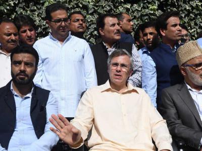 جموں کشمیر میں جلدالیکشن کرائے جائیں،صدرراج طویل نہ ہو، عمرعبداللہ نے گورنرسے ملاقات کی،بی جے پی ،پی ڈی پی بدحالی کی ذمہ داری قبول کریں