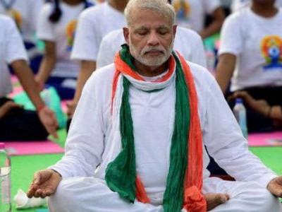 یوم یوگا: وزیر اعظم نے کیوں بند کر رکھی ہیں کرپشن پر آنکھیں