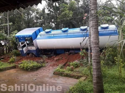 Losing control, petrol tanker enters roadside house courtyard near Kundapur