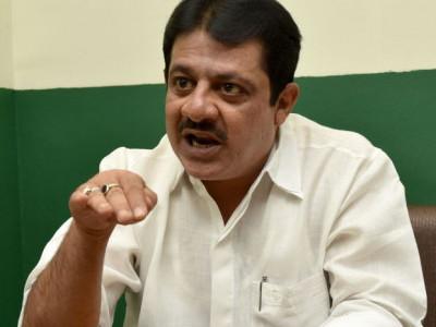 کرناٹک میں عازمین حج سے ضرورت سے زائد رقم کی جارہی ہے وصول ، نئے وزیرحج ضمیراحمد خان کا الزام