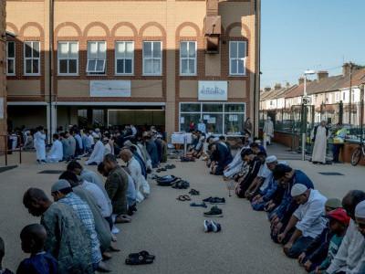 برطانیہ:مسلمانوں سے نفرت کے مقابلے میں محبت بانٹنے کی منفرد مہم
