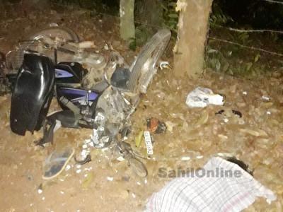 کنداپور میں بے قابو بائک درخت سے ٹکراگئی۔ 5سالہ بچی ہلاک