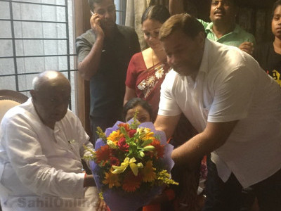 Bhatkal JD(S) leader Inayatullah Shabandari meets HD Devegowda in Bengaluru, greets him on his birthday