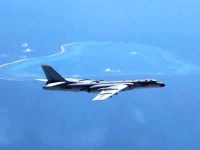 چینی فضائیہ کے بمبار طیارے کی جنوبی چین میں جزیرے کے رن وے پر لینڈنگ
