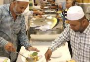 بھٹکل جامعہ اسلامیہ وفد کی جدہ آمد پر افطاری پروگرام ؛ بھٹکل کے معروف نابینا حافظ انیس بڈو کو جماعت کی جانب سے عمرہ کا اعزاز