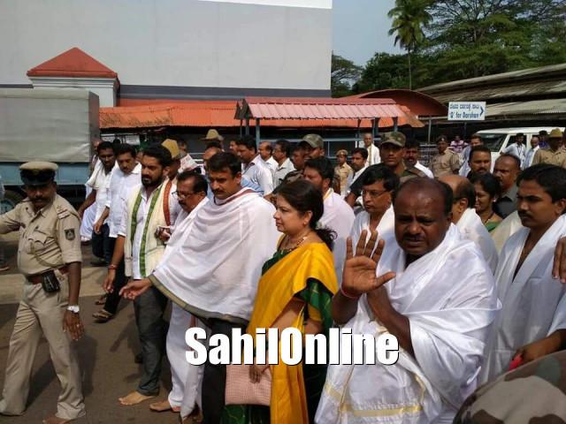 Kumaraswamy visits Karnataka temples ahead of swearing-in