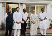 Karnataka CM designate Kumaraswamy meets Sonia, Rahul on govt formation