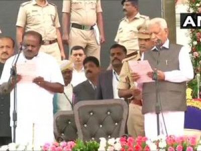 Kumaraswamy takes oath with galaxy of top leaders in attendance