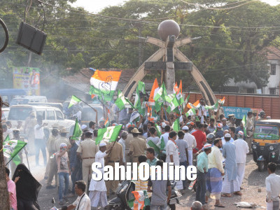 Bhatkal: JD(S)-Cong workers celebrate formation of coalition govt