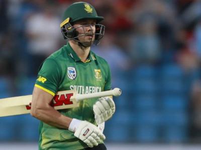 جنوبی افریقہ کےبلے باز اے بی ڈی ویلیئرس نے بین الاقوامی کرکٹ کو الوداع کہا