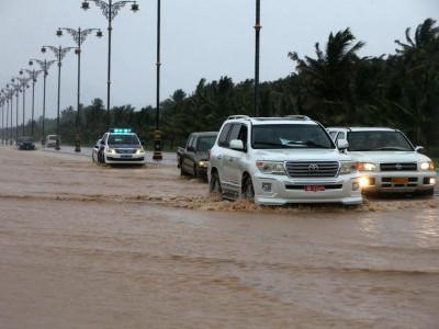 سمندری طوفان مکونو عمان کے ساحل سے ٹکراگیا؛ تیز ہواؤں اور شدید بارشوں نے مچائی تباہی؛ 12افراد ہلاک