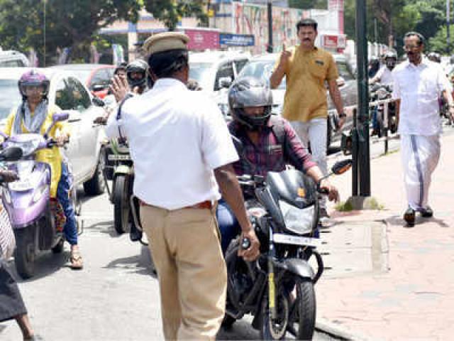 ٹریفک پولیس کو صرف گاڑی کے ڈجیٹل دستاویزات دکھانا کافی، مرکزی حکومت کی طرف سے نوٹی فکیشن جاری،بنگلور میں عنقریب نفاذ