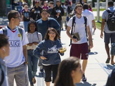 غیر ملکی طلبہ کی امریکہ میں دلچسپی کیوں گھٹ رہی ہے؟