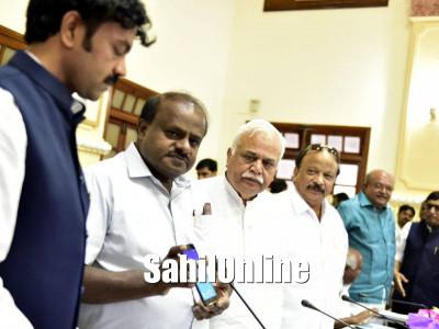 Karnataka Chief Minister H D Kumaraswamy launches online registration of documents
