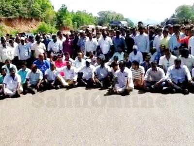 گوا سرکار کی طرف سے کرناٹکا کی مچھلیوں پر پابندی عائد کرنے کے خلاف کاروار۔گوا سرحد پراحتجاج؛ روڈ بلاک؛ گوا کی لاریوں کو بھیجا گیا واپس