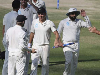New Zealand beat Pakistan by four runs in first Test